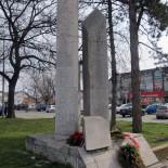 Spomenik streljanim rodoljubima na Žitnom trgu u Zrenjaninu
